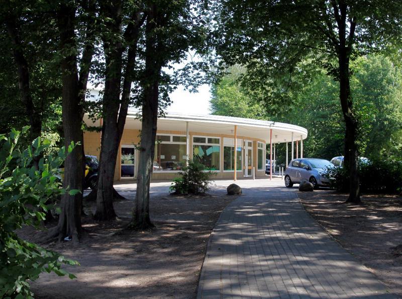 Hohnerkamp Housing Estate, Shop at Marienwerder Str. 30, Hamburg.