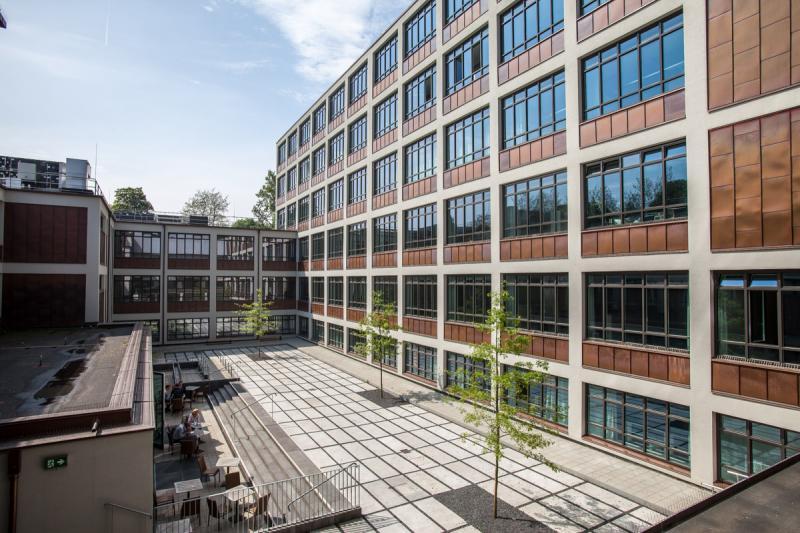 Haus der Jugend (heute: Berufliche Schule Energietechnik Altona): Aktuelle Ansicht des Innenhofes des Gebäudes