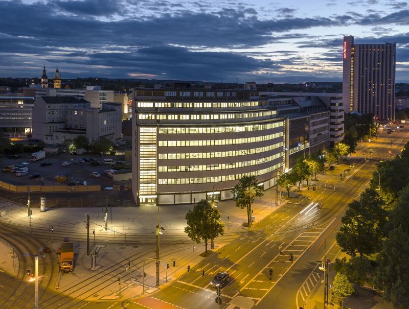 Ehemaliges Kaufhaus Schocken, Chemnitz: Außenansicht Nacht