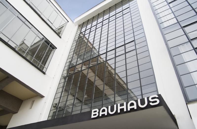 Bauhausgebäude Dessau, Walter Gropius, 1925/26, Eingang zum Bauhausgebäude, 2011
