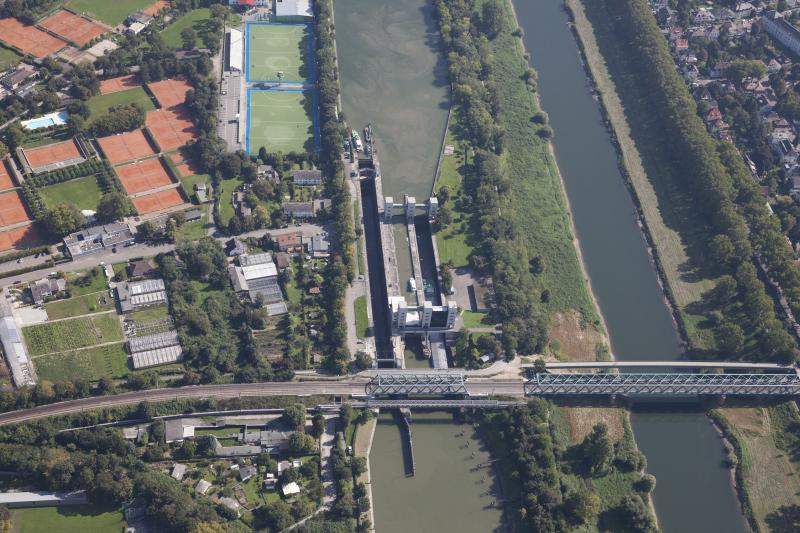 Neckarstaustufen: watergate Feudenheim