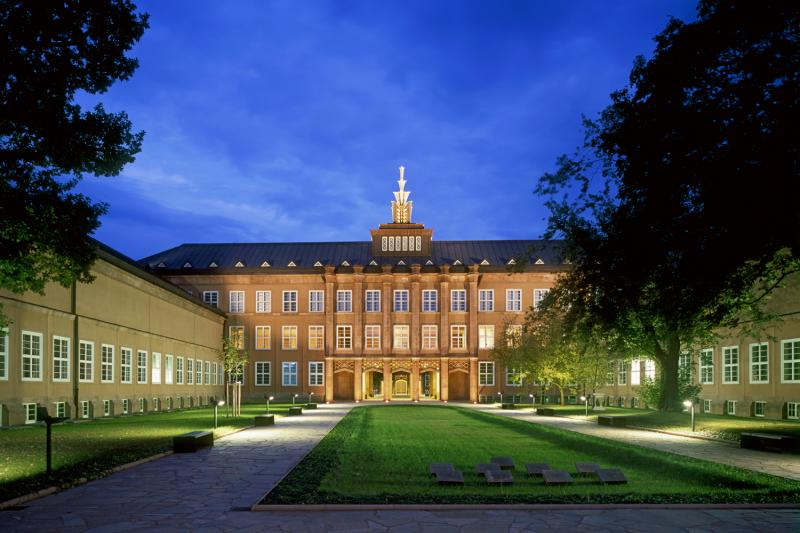 GRASSI Museum of Arts and Crafts, Leipzig: At night