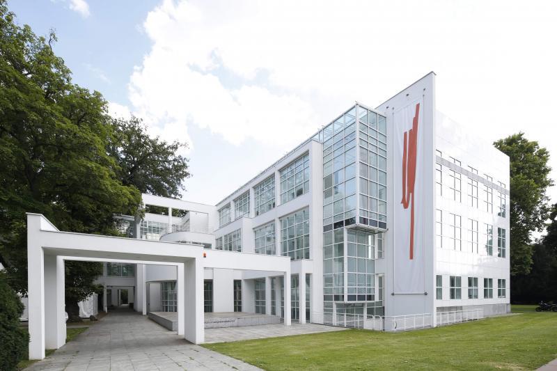 Museum Angewandte Kunst, Frankfurt am Main: Außenansicht des Richard Meier Museumsbau