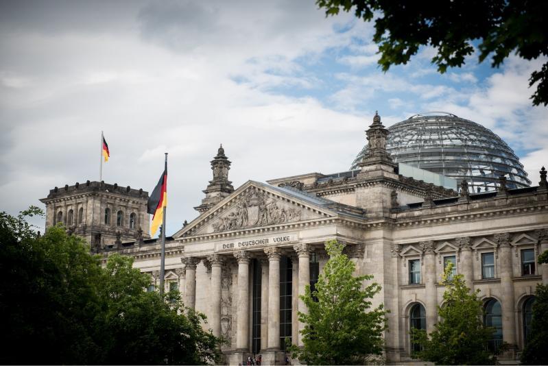 Außenansicht des Reichstagsgebäudes. Sitz des Deutschen Bundestages, 2015.
