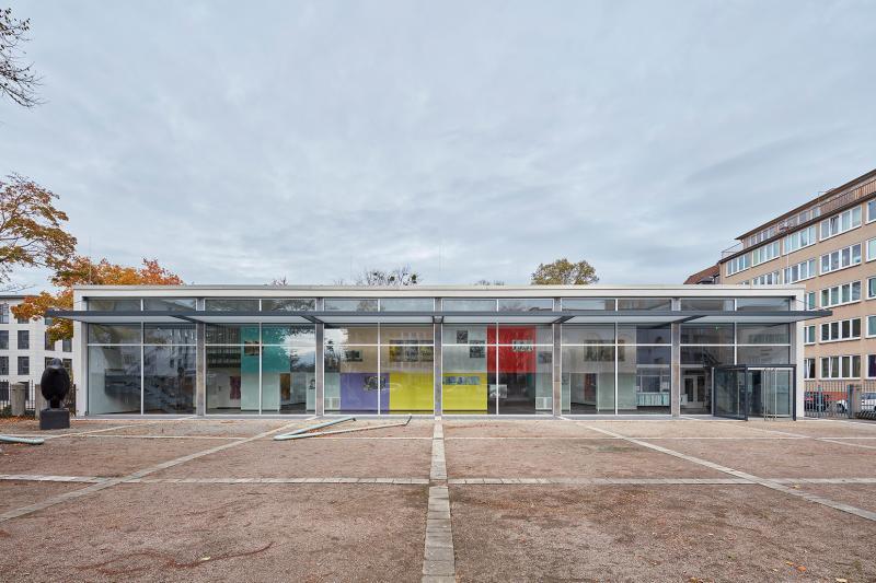 """Kunsthalle Darmstadt, Südfassade mit der Wandinstallation """"Veduta 4"""" von Ulrich Horndasch (2018), Darmstadt (Hessen), Architekt: Theo Pabs, 1956-57."""