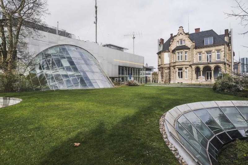 Museum für Kommunikation, Frankfurt/Main: Blick auf die Villa und den Behnisch-Bau