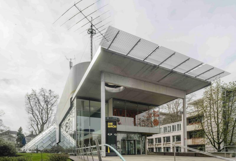 Museum für Kommunikation, Frankfurt/Main: Eingang des Behnisch-Baus