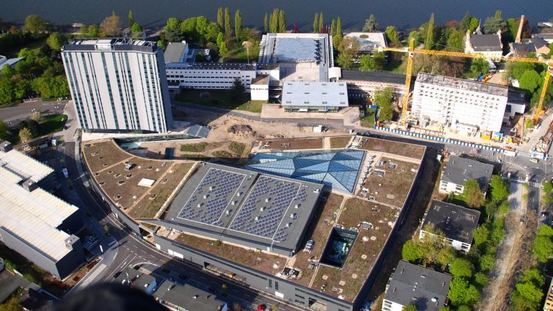 Luftaufnahme des World Conference Centers und des Bundeshauses, Bonn (2011)