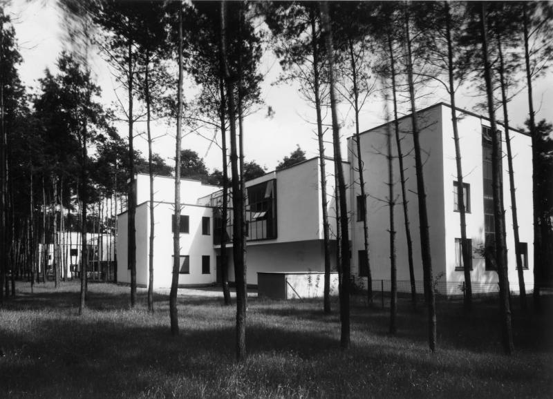 Abb. 4 Meisterhäuser in Dessau, Doppelhaus Kandinsky/Klee, Nordwestseite, Architektur: Walter Gropius , Foto: Lucia Moholy, 1926.