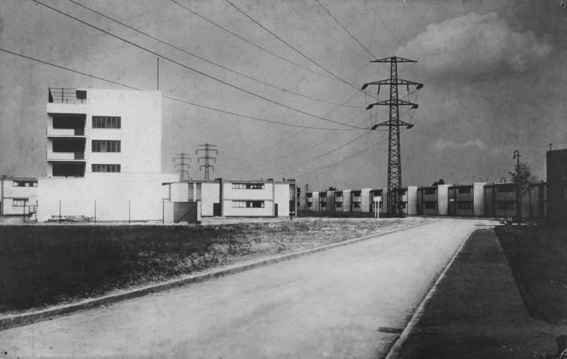 Abb. 5 Die Siedlung Dessau Törten mit dem Gebäude des Konsumvereins, Architektur: Walter Gropius, um 1928.