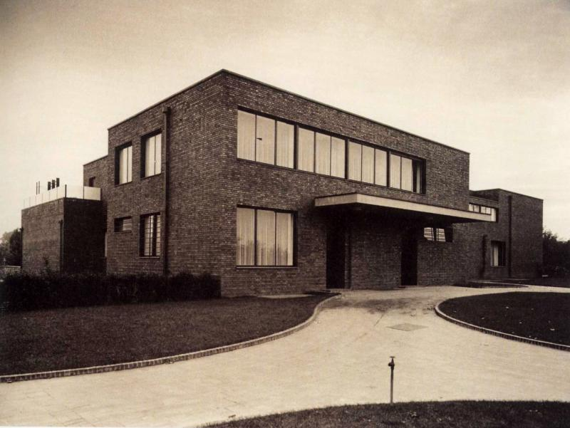 Lange House, architecture: Ludwig Mies van der Rohe and Lilly Reich, 1930.