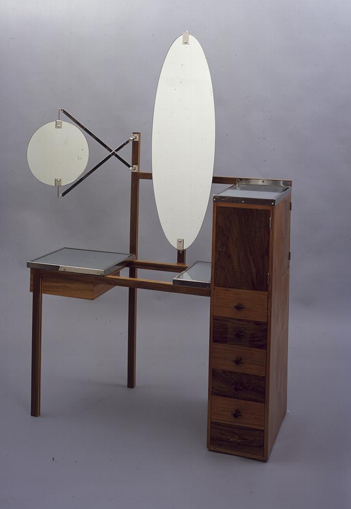 """""""Toilettentisch der Dame"""" aus dem Haus am Horn, Entwurf und Ausführung: Marcel Breuer, 1923, Teilrekonstruktion von Gestell und Spiegel: Gerd Oschmann, 2004."""