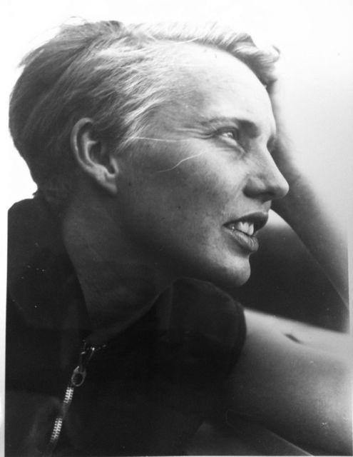 Porträt Karla Grosch, Dessau, Foto: Marianne Brandt (?), um 1928–29.