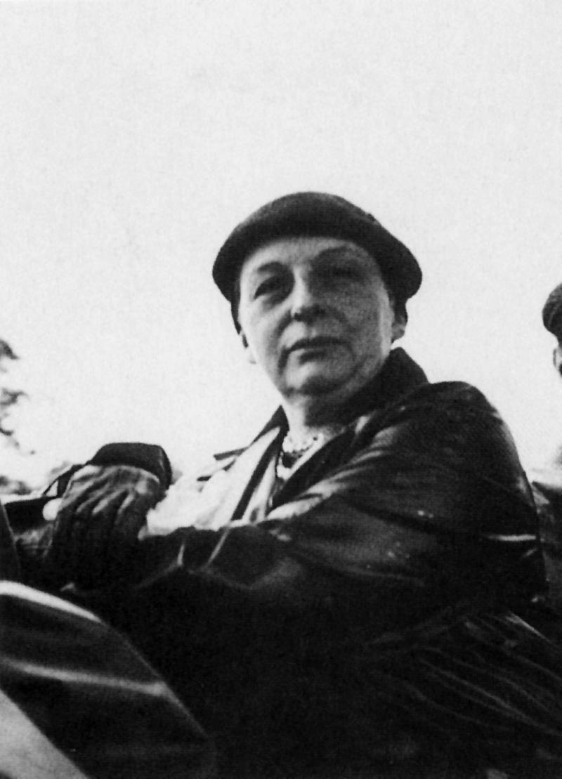 Portrait of Lilly Reich, Photo: Ernst Louis Beck, 1933.