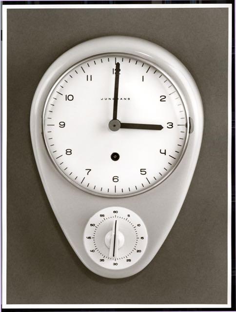 Küchenwanduhr mit Kurzzeitwecker, Entwurf: Max Bill, Herstellung: Junghans Uhren GmbH, Schramberg, 1956/57.