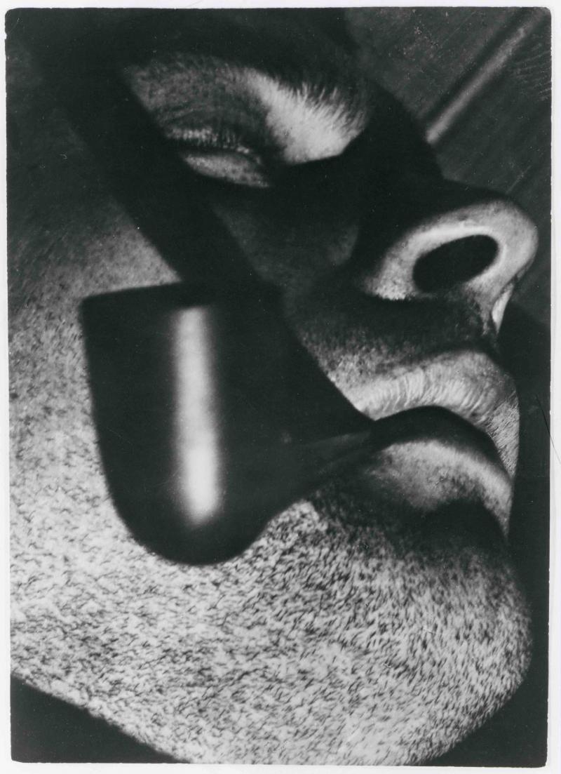 Kurt Stolp mit Pfeife, Foto: Werner David Feist, 1929.