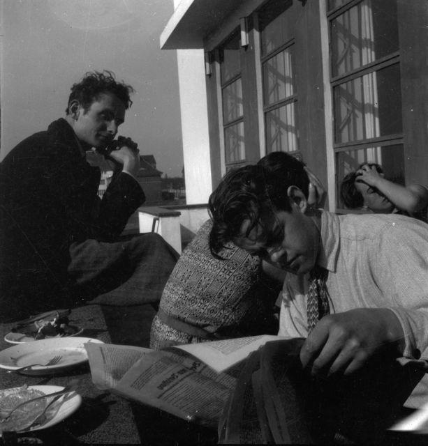 Relaxation on the Bauhaus terrace, Photo: Ivana Tomljenović, Dessau, 1930.