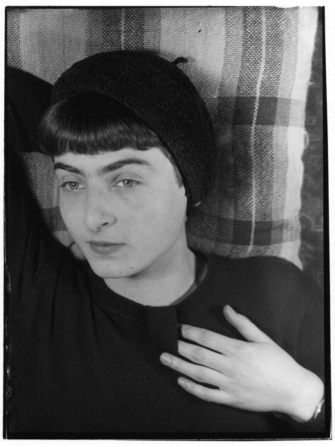 Portrait of Ellen Auerbach, Photo: Grete Stern, around 1930.