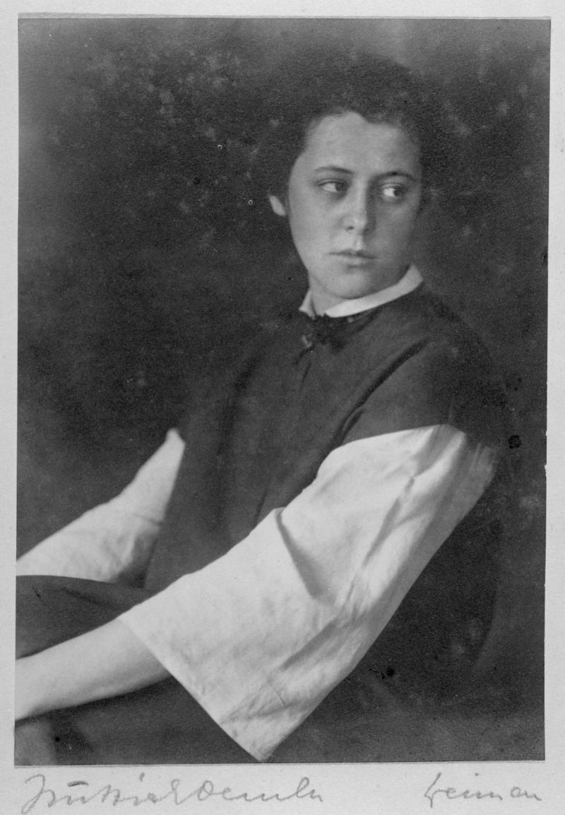 Porträt Alma Siedhoff-Buscher, Foto: Atelier Hüttich-Oemler in Weimar, 1923, Reproduktion.