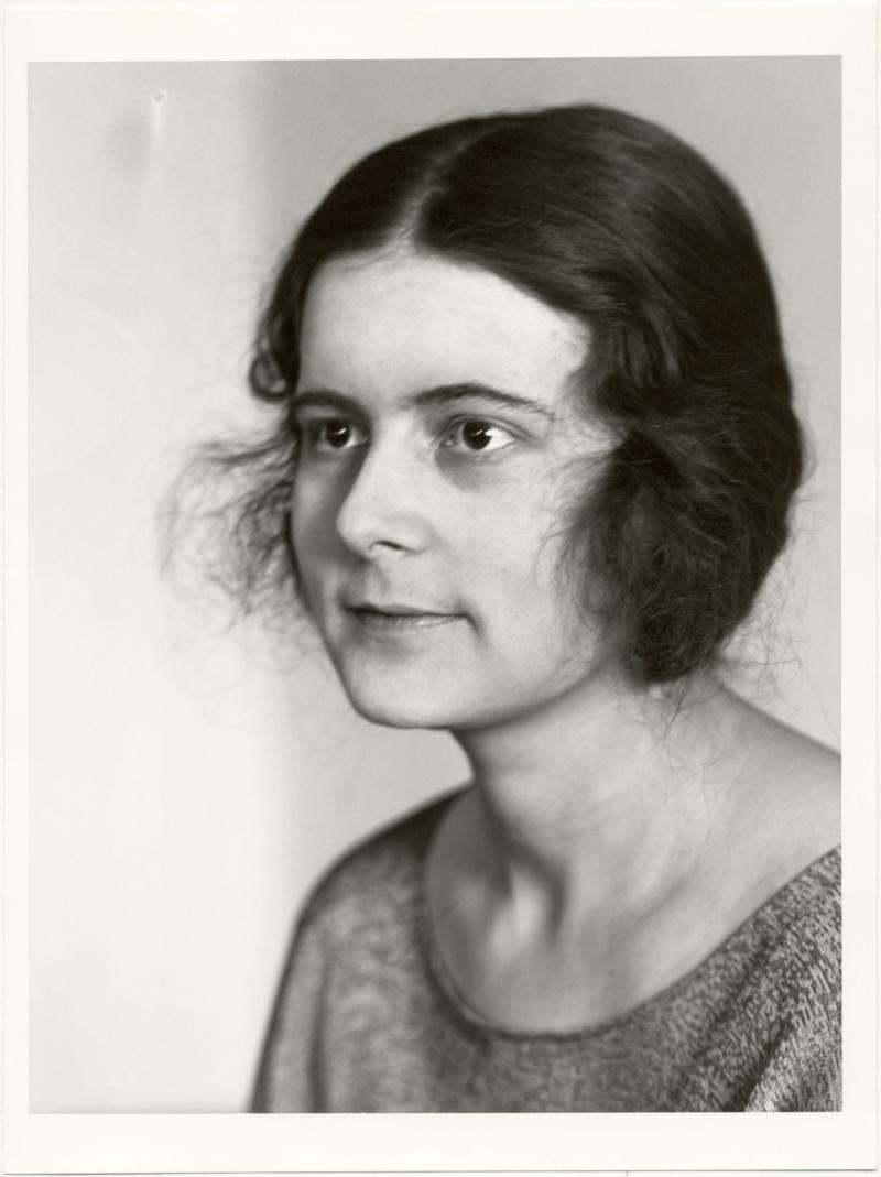 "Porträt Ise Gropius, ""kopfbild"", Foto: Lucia Moholy, 1924."