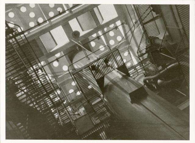 """Im Stahlgewirr eines Ozeandampfers"", Foto: Ise Gropius, 1928."
