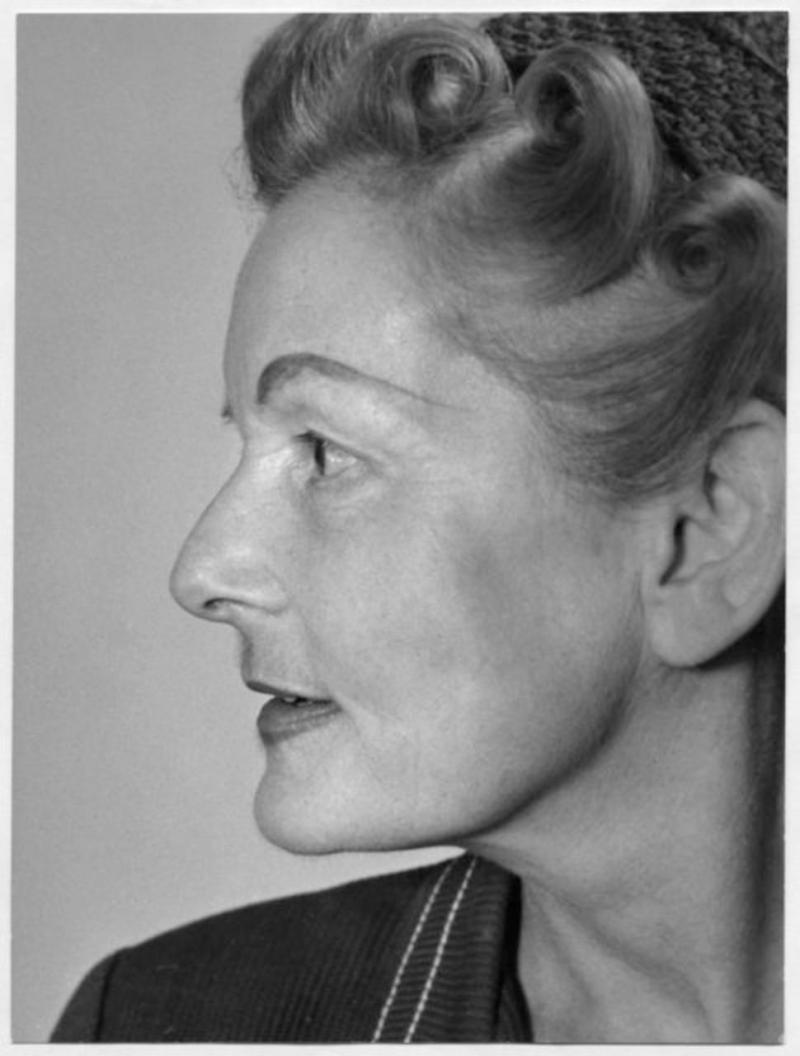 Porträt Ise Gropius, London, Foto: Lotte Meitner-Graf, 1956.