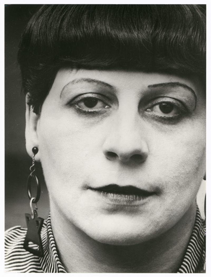 Porträt Florence Henri, en face, Foto: Lucia Moholy, 1927.