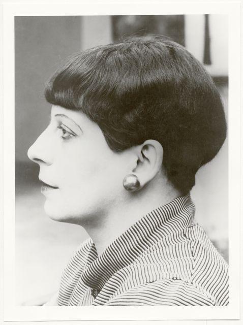 Porträt Florence Henri, profil, Foto: Lucia Moholy, Dessau, 1927.