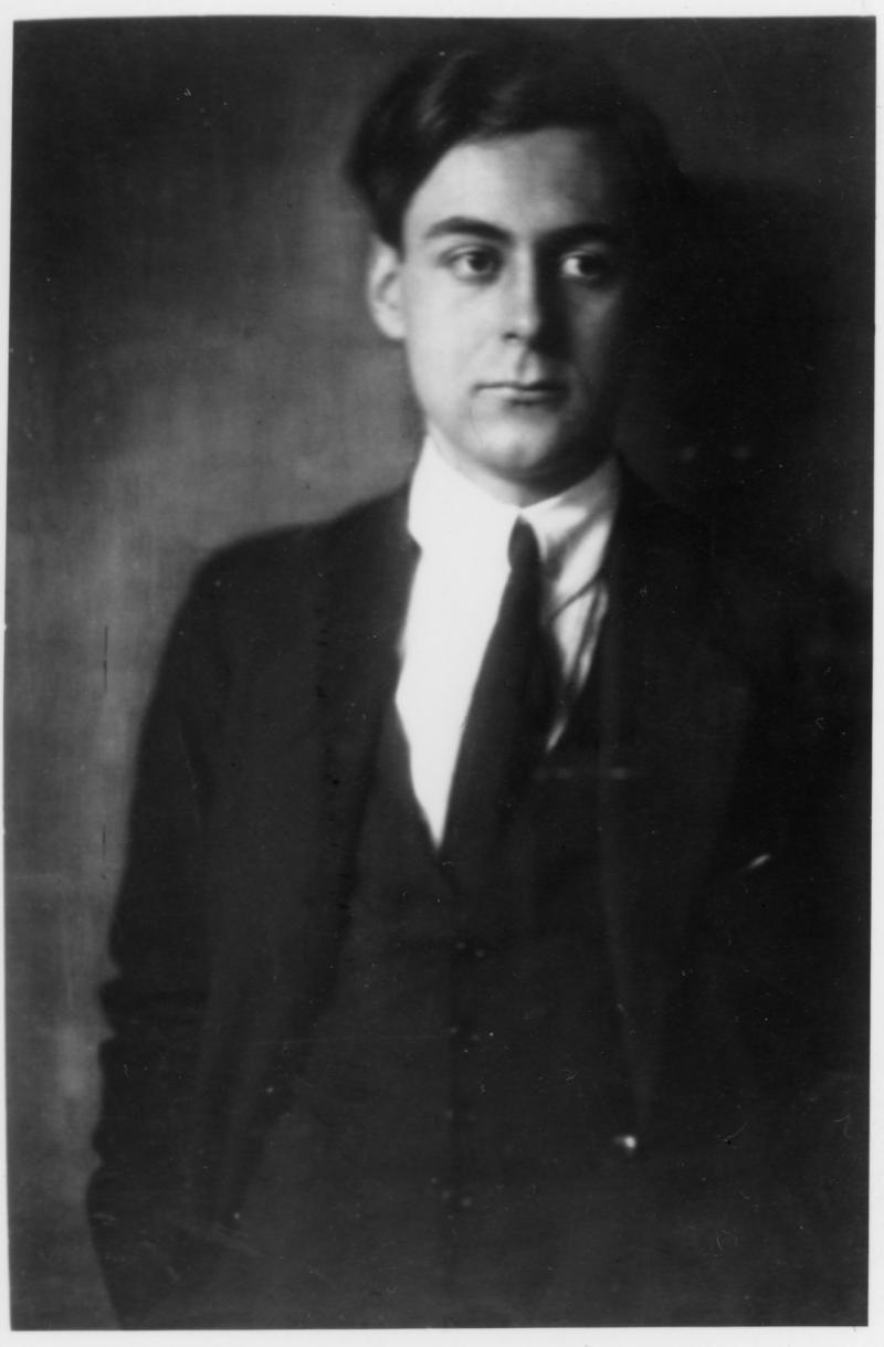 Portrait of Ferdinand Kramer, Photo: Nini und Carry Hess, around 1918–1919.