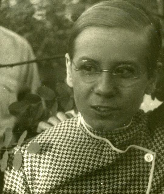 Portrait of Lou Scheper-Berkenkamp, '27. juni 29', (detail from a photo with Gunta Stölzl), photo: unknown, Dessau 1929.
