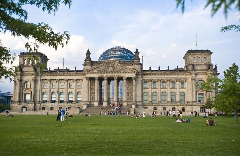 Platz der Republik vor dem Reichstagsgebäude, Berlin.