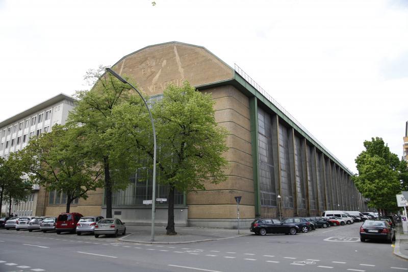 AEG-Turbinenhalle, Berlin, Architekt: Peter Behrens, 1908–09.