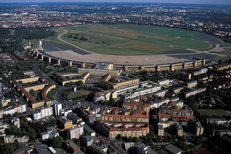 Flughafen Tempelhof, Luftaufnahme, Berlin, Architekt: Ernst Sagebiel, 1936–41.
