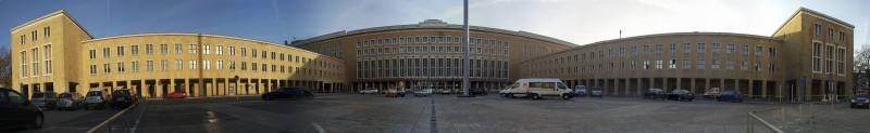 Flughafen Tempelhof, Vorplatz vor der Haupthalle des Flughafens, Berlin, Architekt: Ernst Sagebiel, 1936–41.