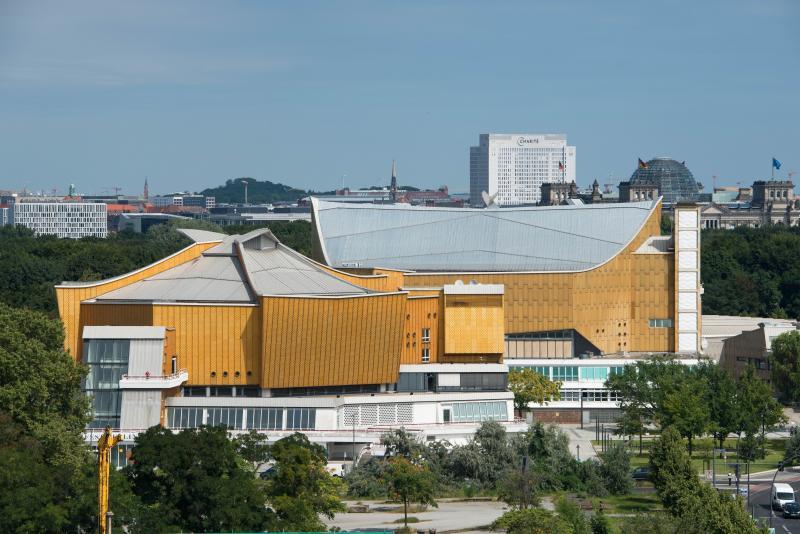 Philharmonie (right) and Chamber Music Hall (left/foreground), Berlin-Tiergarten, Architect: Hans Scharoun, 1960–63.