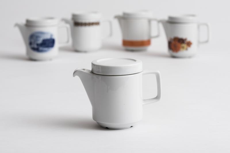"""Kaffeekännchen aus der Gastronomieserie """"Rationell"""", 1970; Entwurf: Margarete Jahny, Erich Müller, 1970, Hersteller: VEB Porzellankombinat Colditz."""